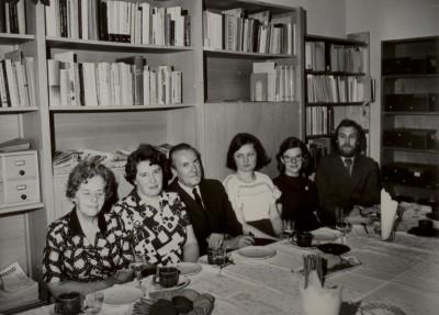 Jubileusz XX-lecia Oddziału Poznańskiego Archiwum PAN - maj 1976 r. Na zdjęciu od lewej: Danuta Sambergerowa, Halina Zubalowa, prof. Zygmunt Kolankowski, dr Anna Marciniak, Maria Adamczewska, mgr Jacek Latzke